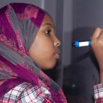 Somaliska barn får läxhjälp