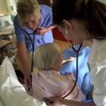 Mer pengar ska hålla kvar sjuksköterskor