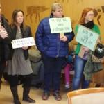 Här protesterar föräldrarna